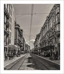 Rue de la Croix d'Or à Genève (Francis =Photography=) Tags: europe europa suisse swiss schweizer ruedelacroixdor geneve geneva rue route street tram tramway strasenbahn rails schienen