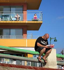 France: Quend Plage boulevard (Henk Binnendijk) Tags: quend somme hautsdefrance lazyafternoon france frankrijk sea boulevard people candid picardie quendplage beach plage strand zee