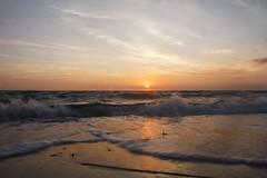 Ostseestrand auf Poel (Lilongwe2007) Tags: deutschland mecklenburg vorpommern poel timmendorf strand wasser ostsee sonnenuntergang sonne farben meer spiegelung wellen brandung wolken abend