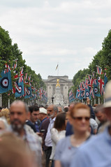 'RAF100' parade and flypast: The Mall, London 10-07-2018 (A380spotter) Tags: raf100 centenary 19182018 raf100celebrations theroyalairforce raf spectators onlookers crowd queenvictoriamemorial 1911 eastfront buckinghampalace 1913 cityofwestminster london sw1 unitedkingdom uk