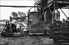 2 (Des.Nam) Tags: briques briqueterie manuel nb noiretblanc nordpasdecalais nord hautsdefrance homme argentique analogique analog reportage bw blackwhite monochrome mono usine desnam pentax pentaxmx epson v810 scan
