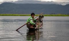 El lago Inle (Nebelkuss) Tags: myanmar lagoinle inlelake birmania burma lago lake inle pescador fisher red net remo row bote boat fujixt1 canonfd100f28
