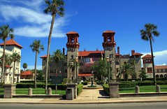 Lightner Museum / City Hall (PelicanPete) Tags: tower florida unitedstates usa saintaugustineflorida towersofstaugustine henryflagler architecture tall colorful beautiful intricate inspiring spanishinfluenced building roofline skyline alcazarbldg downtown staugustinecityhall fountain reflection tree grass sky road lightnermuseum flag cityscape july4th2018 independenceday palms