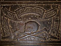 Skull and bones (Silanov) Tags: eu europe netherlands nederland niederlande holland dutch holländisch utrecht stmartinscathedral domvanutrecht sintmaarten utrechterdom skull schädel totenschädel totenkopf bones knochen jollyroger blackjack piratenflagge piratenfahne totenkopfflagge skullandbones skullbones skullandcrossbones gravestone graveslab tombstoneslab memorialslab memorialplate grabplatte grave grab letters buchstaben inscription writing inschrift church kirche cathedral domkerk kathedrale dom mainchurch majorchurch hauptkirche churchinterior kirchenraum interior innenraum gothic gotisch gothicstyle gothicperiod gotik protestant protestantisch city town stadt oldtown oldquarter oldcity historicdistrict historicdowntown altstadt sight sehenswürdigkeit summer sommer september 2017