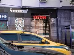 a cara da cidade (luyunes) Tags: rua cidade copacabana cenaderua fotografiaderua fotoderua mobilephoto mobilephotographie motozplay luciayunes streetscene street streetphotography streetphoto streetshot streetlife lifestreet