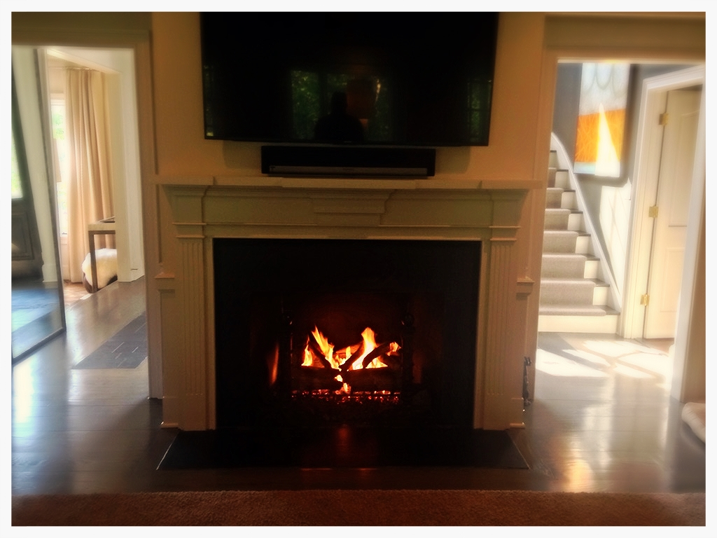 Peterson gas logs. indoor fireplace. Chattanooga, Tn.