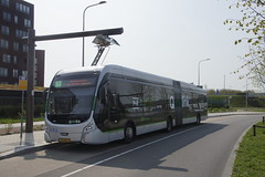 VDL Citea SLFA - 181 Electric Q groen link 1 3476 met kenteken 24-BKD-2 bij de beginhalte Gringen P+R Reydiep aan de oplader 22-04-2018 (marcelwijers) Tags: vdl citea slfa 181 electric q groen link 1 3476 met kenteken 24bkd2 bij de beginhalte gringen pr reydiep aan oplader 22042018 bus coach busse bussen buses electrische autocar gelede nederland electrical holland niederlande netherlands pays bas dutch qbuzz