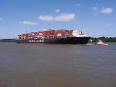 P1130864 (KrisztianHamburg) Tags: ship container elbe shipphotograhy