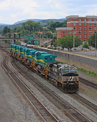 Exports leaving Toona (GLC 392) Tags: export bb409wm ge d940bbw vale mining ns norfolk southern d940cw 9783 altoona pa pennsylvania 1302 1303 1305 1307 1309 railroad railway train general electric cp alto tower cpl color position light lights signal brazil brasil