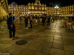 On Plaza Mayor, Salamanca_ (ozipital) Tags: europe plazamayor salamanca spain balloons night streetphotography