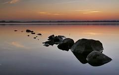 die Steine im Wasser (wolfi-rabe) Tags: sonnenuntergang eckernförde windebyernoor schleswigholstein abendstimmung abendlicht