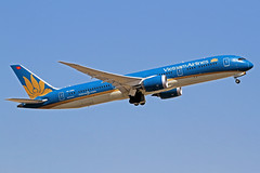 Vietnam Airlines Boeing 787-96K VN-A862 LHR 30-06-18 (Axel J. ✈ Aviation Photography) Tags: vietnamairlines boeing 787 vna862 lhr london heathrow luftfahrt fluggesellschaft flughafen flugplatz aircraft aeroplane aviation airline airport airfield 飞机 vliegtuig 飛機 飛行機 비행기 авиация самолет תְעוּפָה hàngkhông avion luchtvaart luchthaven avião aeropuerto aviación aviação aviones jet linienflugzeug vorfeld apron taxiway rollweg runway startbahn landebahn outdoor planespotter planespotting spotter spotting fracht freight cargo