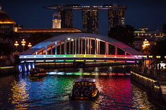 Singapore - paint pot (Rafael Zenon Wagner) Tags: singapur fluss wasser reflektionen spiegelung nacht boot brücke lichter nikon d810 singapore river water reflections reflexion night boat bridge lights