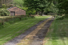 The road to Barnlongart Cottage (Gisou68Fr) Tags: barnlongart cottage house barn road green grass pelouse chemin route ecosse scotland herbe clôture fence