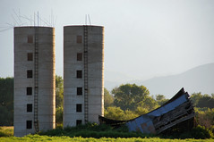 """Oh Death"" (nedlugr) Tags: california ca usa bishop 395 easternsierras hwy395 silos barn weathered weatheredwood ruraldecay ruralwest rustic ladder windows mountains lateevening ohdeathnoahgunderson omot"