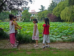 Four Girls Have Something to Discuss (Wolfgang Bazer) Tags: ustc university science technology china 中国科学技术大学 zhōngguó kēxué jìshù dàxué hefei anhui 合肥市 安徽