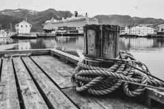 Honningsvåg (christopherbischof) Tags: honningsvåg harbour hafen norway norwegen schwarzweis blackwhite blackandwhite fujifilm fujifilmxh1 wasser water schiffe ship