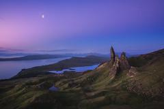 Scotland - Storr at Night (030mm-photography) Tags: rot schottland reise landschaft natur felsen granit skye highlands berge felsnadel uk vereinigteskönigreich sonnenaufgang see spiegelung wolken scotland travel nature landscape isleofskye moon sunrise