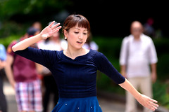 Performers in Ueno Park, Tokyo : 上野公園のパフォーマー (Dakiny) Tags: 2018 summer july japan tokyo taito ueno outdoor nature park uenopark city street people dancer performer woman girl portrait bokeh nikon d750 sigma apo 70200mm f28 ex hsm apo70200mmf28dexhsm sigmaapo70200mmf28dexhsm nikonclubit