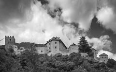Castello Juvale (Tomsch) Tags: südtirol altoadige southtyrol italien italia italy vinschgau juval juvale castle schloss burg castello messnermountainmuseum mmm blackandwhite bw schwarzweiss sky himmel clouds wolken naturns meran merano
