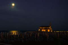 Notte, in spiaggia (Jean-Pierre54) Tags: estate spiaggia notte caorle mare chiesa