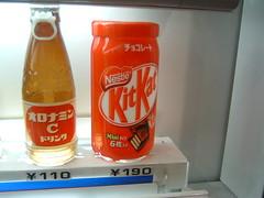 KitKat in a Vending Machine!?! (ghinleong) Tags: japan japanese tokyo kat candy machine kit kitkat vending nestle summer06 theleong