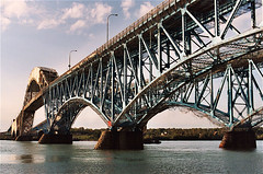 South Grand Island Bridge, Buffalo, New York (Thad Roan - Bridgepix) Tags: bridge ny newyork river photo buffalo bridges twin historic wikipedia interstate shrouded 200310 bridging grandisland tonawanda truss niagarariver 2bridges trussbridge bridgepixing bridgepix bridgeblog bridgephoto bridgepicture southgrandislandbridge