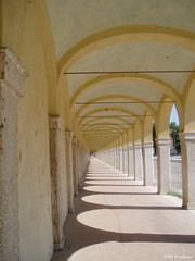 Comacchio Portico der Kapuziner (hellaken) Tags: italien comacchio marmor bogengang
