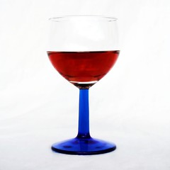 Red White Blue (Don Gru) Tags: blue red white rot glass canon square wine format wineglass blau wei eos350d vino wein weinglas 1855mmf3556