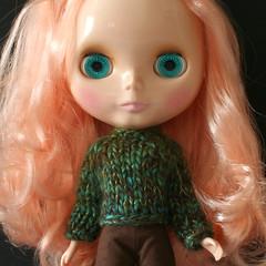 Sherbet (Helena / Funny Bunny) Tags: doll blythe olds sbl mademoisellerosebud funnybunny peachsherbet solidbackground chunkysweater fbfashion