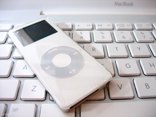 iPod nano & MacBook