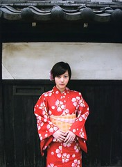 rED cLOTHES  Maki Horikita (g2slp) Tags: red summer girl japan japanese yukata kimono giappone reddress japanesegirl   makihorikita