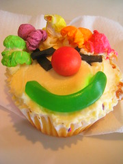Clowning Around (Felix42 contra la censura) Tags: food smile face dessert fun happy yum sweet snake clown tasty sugar jaffa cupcake popcorn icing treat multicolored consume i500 interestingness183 explore9oct06