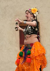 Belly Dancer Carolina Ren Fest _022 (Hueyatl) Tags: canon rebel xt se dance nc south north 2006 dancer retro belly huey fantasy carolina ren southeast fest beauties renaissance phat canonef24105mmf4lisusm