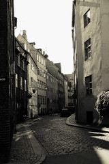 Quiet (l&coolj) Tags: street blackandwhite bw holiday copenhagen denmark cobbled taos 30d sigma1770