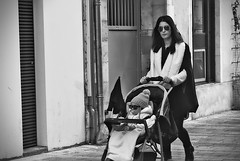 Sunglasses - mother and daughter (Jacques Borruel) Tags: woman sunglasses street candid urban outdoor child rue