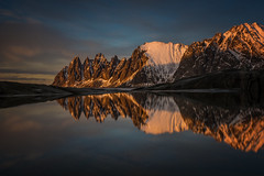 [ … low sunlight ] (Raymó) Tags: senja lofoten norway norwegen nikon d810 lucroit travel reise fotoreise workshop mountains reflection tungeneset ersfjorden sunset sunlight