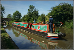 FLAMINGO (Jason 87030) Tags: flamingo niceshirt boat historic green red water reflection guc cut grandunioncanal 2018 june braunston man woman local rally event show brusge northants northamptonshire narrowboat