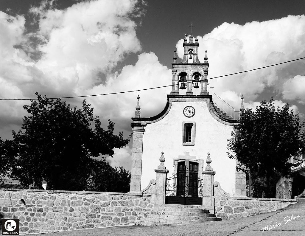 Águas Frias (Chaves) - ... a igreja matriz a P/B ...