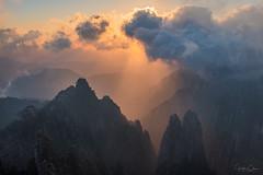 Beihai (Hilton Chen) Tags: autumn anhuiprovince landscape sunset travel lightbeams mountains yellowmountains granitepeaks huangshannationalpark misty china clouds huangshanshi anhuisheng cn