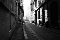 FOG (Florence Bonnin) Tags: photosàlasauvette bordeaux noiretblanc individus candid bw street blackandwhite fuji rue clairobscur lumière florencebonnin mouvement light