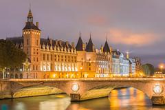 La Conciergerie ( Paris ) (vanregemoorter) Tags: paris city cityscape capital france light bluehour ville lumière pont architecture tour ciel bâtiment eau