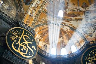 Medallones en las paredes de Hagia Sophia.