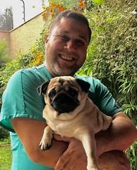 Molly and her veterinarian /  Molly und ihr Tierarzt (Bernhard Paul) Tags: mollypugdoghundmopsrolls veterinario veterinarian lima peru eduardo rondon herz