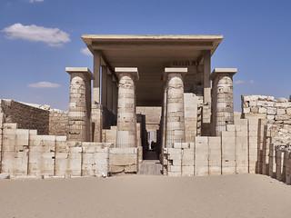 Columnata de entrada al complejo funerario de Djoser, Saqqara, Egipto