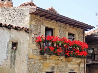 Geranios en el balcón, Comillas- Cantabria.