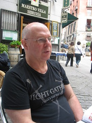 Richard near Arco de Cuchilleros (Knifemakers Arch,) Madrid (d.kevan) Tags: spain madrid richard tables chairs terraces cobbles plants bars streetscenes people restaurants buildings