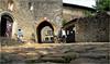 Entrée à Pérouges, à gauche l'église fortifiée Sainte-Marie-Madeleine, Pérouges, Ain, Auvergne-Rhône-Alpes, France                                               Ain, Auvergne-Rhône-Alpes, France