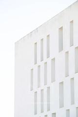 Arquitectura moderna (Nona.Reina) Tags: canon juegolvm escueladejackie love white building architecture líneas cielo sky windows andalucía spain minimalism minimalismo simplicity
