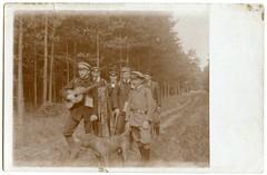 . (Kaïopai°) Tags: wald waldwanderung wandern foret forest bos vintage trees bäume guitar gitarre gitarra musik musiker musician dog hund hohenziatz forst